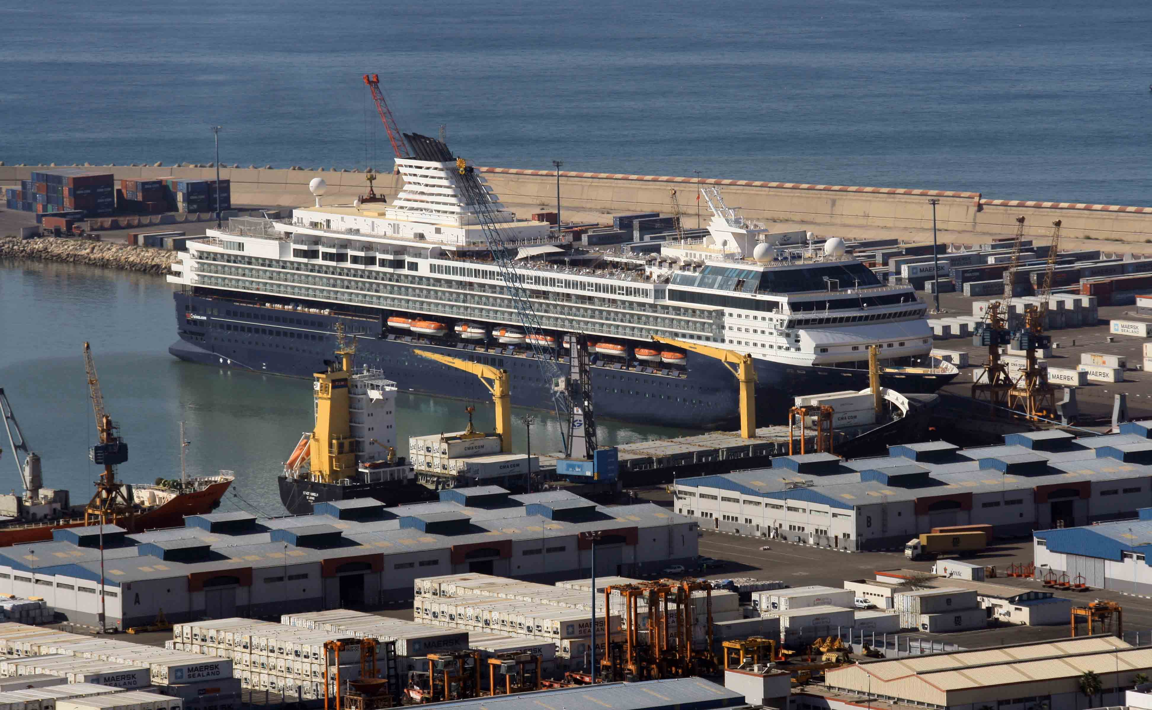 2010-12-14_morocco_agadir_port_cruise_ship_mein_schiff_1