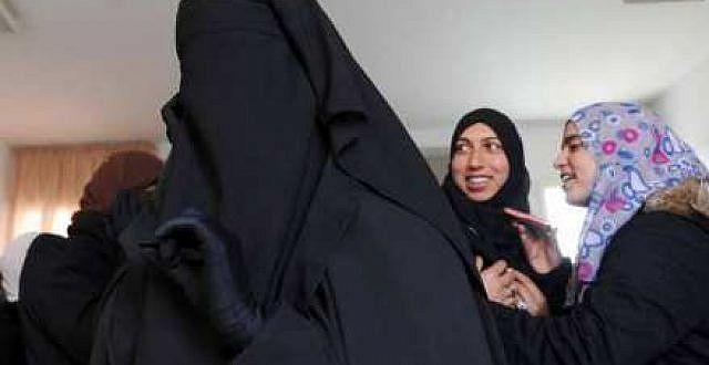 السلطات المحلية بأكادير تؤكد أن إجراء منع خياطة وبيع البرقع والنقاب لا يستهدف اللباس المغربي التقليدي