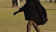 فتاة منقبة بساقين عاريتين تثير الجدل في مهرجان بالدار البيضاء