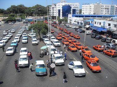 الهيئات النقابية والجمعوية الممثل لقطاع سيارات الأجرة بأكادير تصدر بيانا ناريا حول الأوضاع المزرية التي يعيشها السائق المهني