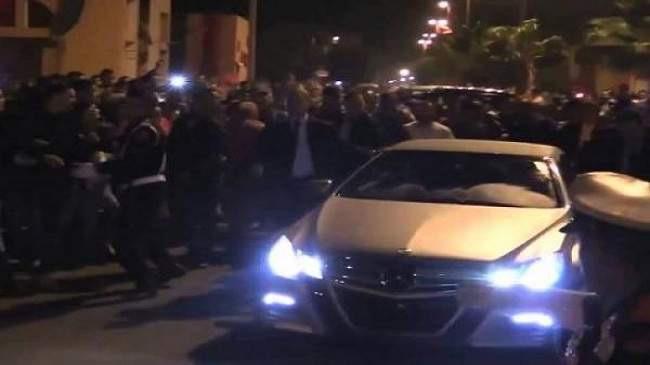 الملك محمد السادس يتفقد مشاريع الدارالبيضاء ليلا واستنفار في صفوف الأمن