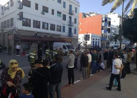 فيديو : لحظة إخراج المتهم بمحاولة تفجير مطعم العرائش واعتقاله