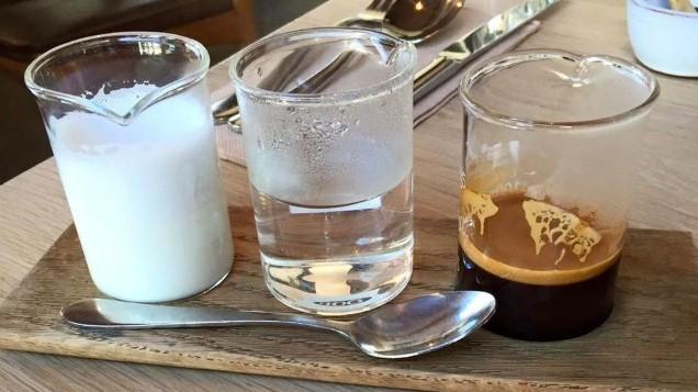في سابقة من نوعها …مقهى يقدم لزبنائه كؤوس قهوة بحليب الأمهات!